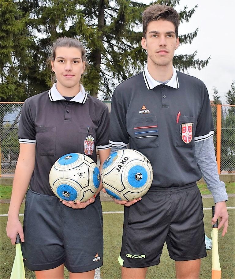 Фудбалске судије из Перућца, брат и сестра Ивана и Никола Новаковић