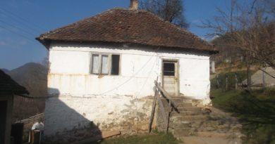 У Својдругу животни век привела крају стара кућа у којој је живело пет генерација