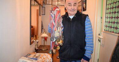 Милан Мандиућ Манда са освојеним медаљама