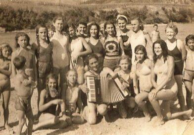 ББ времеплов 1949: Девојке на плажи на Дрини увесељавао чувени хармоникаш Тројан