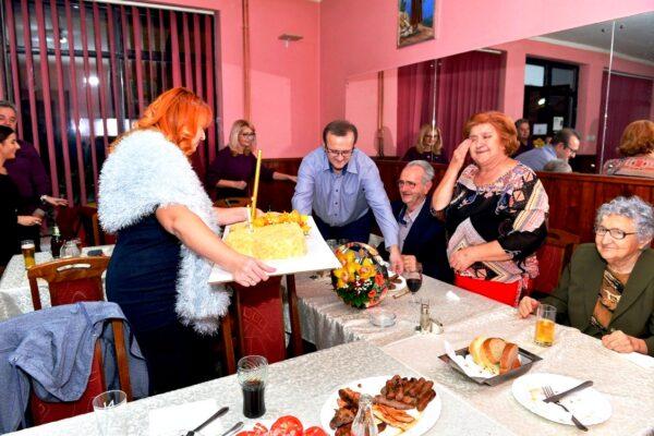 Торта и свећице за Златну свадбу Јелене и Владимира Гагића