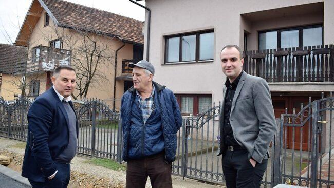 Борисав Бошковић са челницима општине: На асфалт смо чекали 15 година