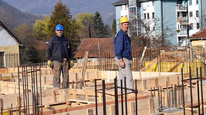 Са градилишта станова у насељу Колонија у Бајиној Башти - зграда Зарић