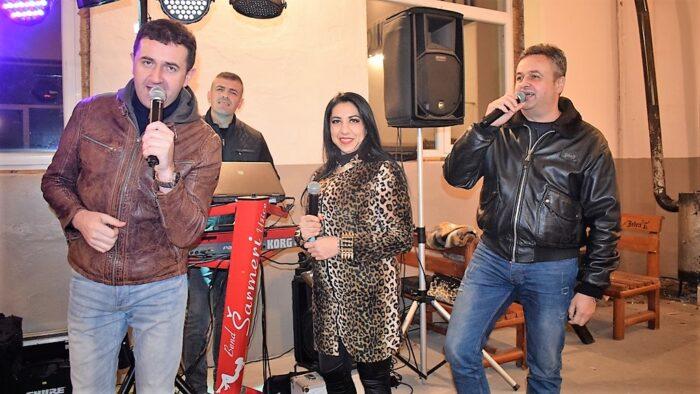 Браћа Стојић са колегиницом Анитом