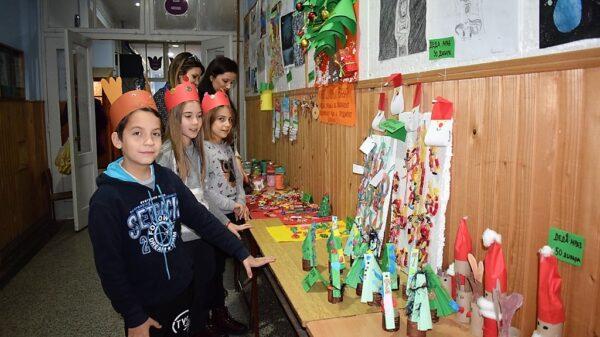Новогодишњи базар у школи у Рогачици