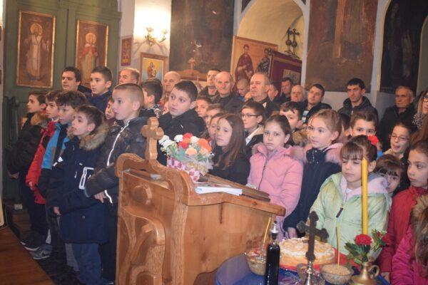 Ученици у рогачичкој цркви