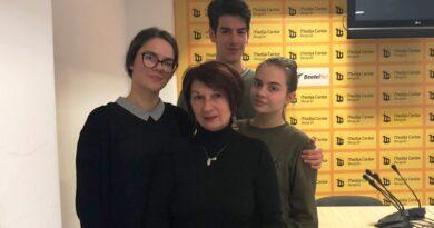 Бајинобаштански гимназијаци са професорком Аном Драгојловић