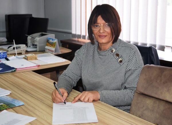 Predsednica SO potpisuje
