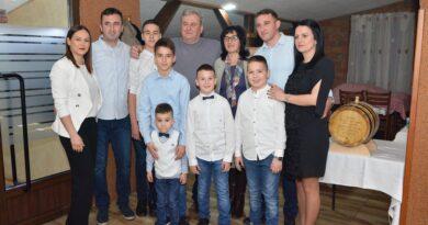 Цела породица Чолић на окупу