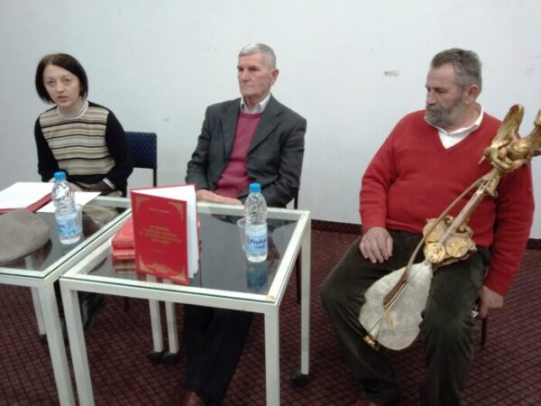Salih Selimovic i Vuk Pantovic na tribini u Bajinoj Basti