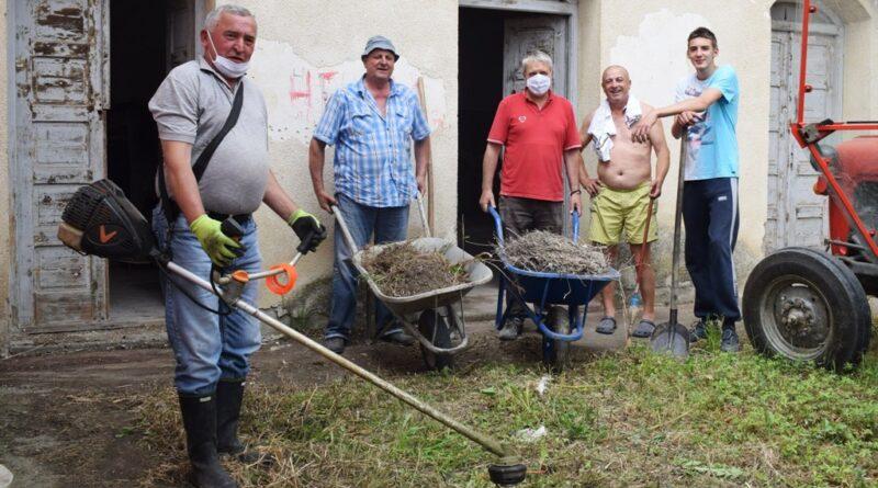 Радна акција на уређењу запуштеног Дома у Пилици