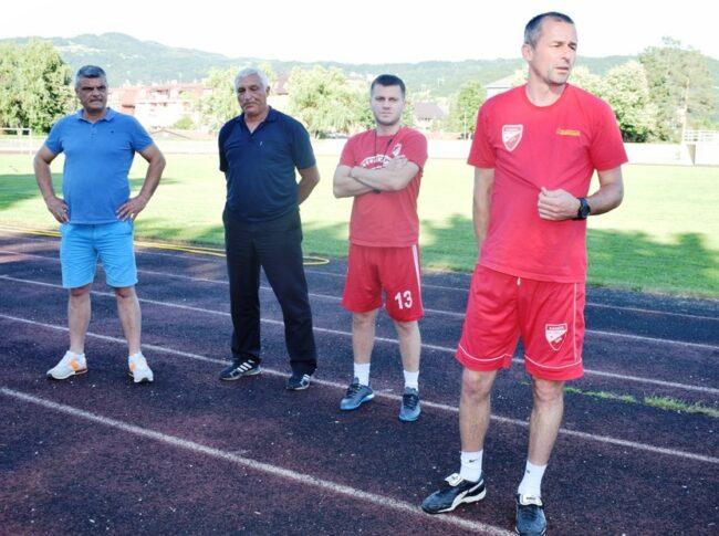 Стручни штаб са председником клуба пред почетак првог тренинга
