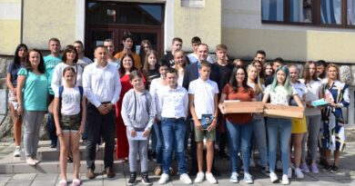 Награђени ученици основних и средњих школа
