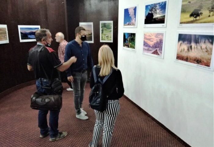 Са отварања изложбе Милоша Караклића у Бајиној Башти