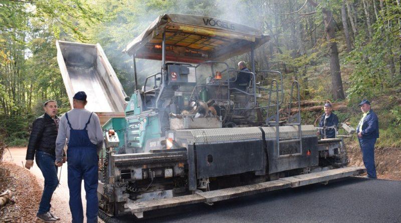 Радови на шуту Варда - Јакаљ, асфлтирање деонице од 1,5 км
