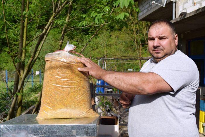 Сув полен Јелић пакује у најлонске вреће