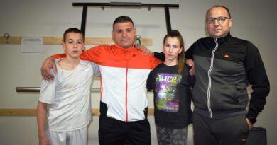 Матеја и Сара са тренером Савићем и председником клуба Лукићем
