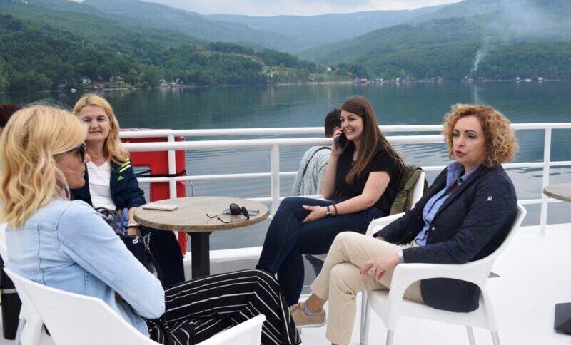 Крстарење језером Перућац